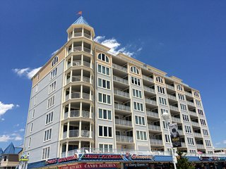 Direct Oceanfront / Boardwalk - Park, Stay, Walk to Fun