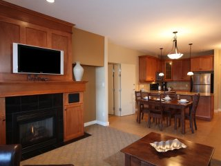 1 Bedroom Executive Condo + Den and Hot Tub at Snowbird Lodge