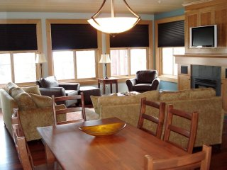 2 Bedroom Platinum Condo + Hot Tub at Snowbird Lodge