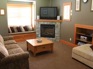 3 Bedroom Home + Hot Tub at SSH Vacation Homes in Silver Star
