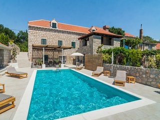 Villa Joe - newly renovated old stone villa with heated pool