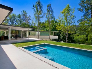 Architectual Gem in Laurel Canyon with Pool, Hot Tub, and Large Yard