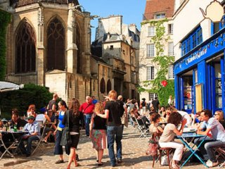 ENJOY LOVELY WALKS TO SEINE WITH THE BESTOF MARAIS