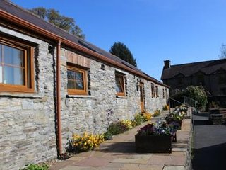 Barn Cottage on a working farm near stunning Devil's Bridge, Aberystwyth