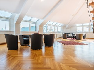 3 Bedroom Penthouse - Vienna State Opera View