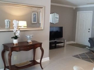 Venice Immaculate Home-2 Bdr/2 Bath-Pool-WIFl&CABLE-Less than 2 Miles to Beach