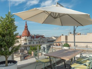 Spacious Parliament Terrace apartment in V Belvaros with WiFi, air conditioning,