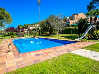 Catalunya Casas: Villa Santa Oliva (Joan) for up to 16 guests, only 10km to the