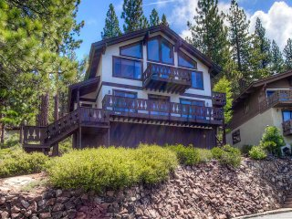 Pet Friendly Lake View 3 BR House Located in Incline Village