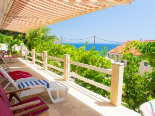 Entire floor, private terrace, 2 apts, 40m from sea - 8 persons