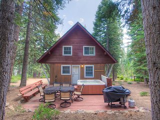 Adorable cabin perfectly located in Carnelian Bay