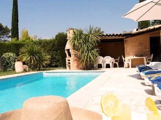 Cote d'Azur villa with private pool sleeps 8