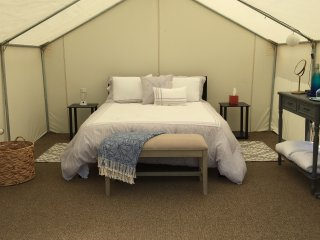 Glamping at Woodstock Meadows - Outdoor B&B (2 secluded tents w/amenities)