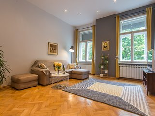 Charming & spacious apartment in the heart of the city centre.