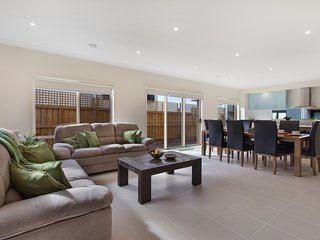 WYNDHAM BEACHSIDE VILLA - MELBOURNE Great Location, Sleeps14 WiFi