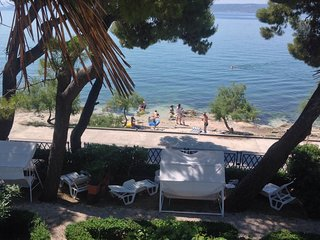 Pine Tree Retreat Seafront Apartment Kastela
