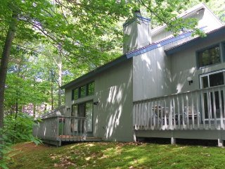 Riverfront Condo Close to Loon Mountain Summer Activities!