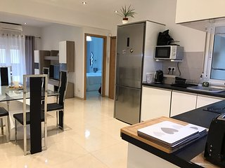 Luxury Apartment in the heart of Alicante City, 2 minutes walk to the beach sea