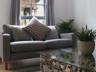 Apartment overlooking St Andrews Square in Merchant City, Glasgow
