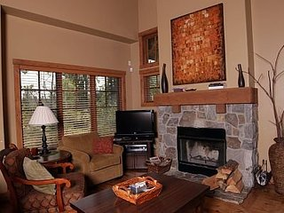 84 Clearwater Court, 2 Bedroom Townhome with Private Hot Tub ~ RA144964