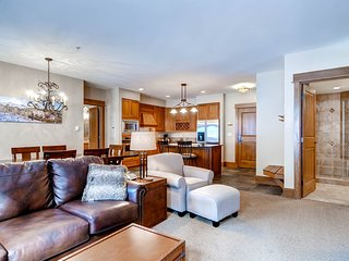 Ski-in/Ski-Out Luxury 2Br Condo Sleeps 6. Free golf after 4! ~ RA132426
