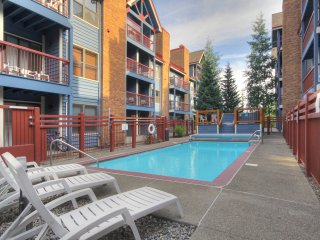 Pleasant 2 Bedroom Unit with Prime Downtown Location