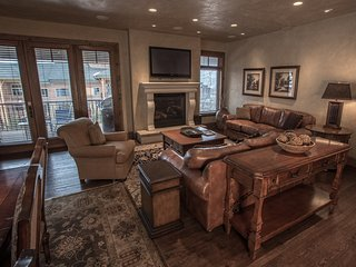 Spacious 2 Br townhome located above Canyons Village