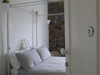 ELEPHANT BRIDGE HOTEL • Guest Room 2