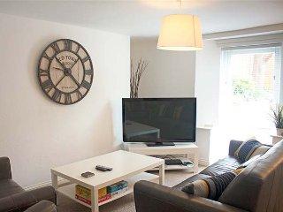 FLAT 1, WiFi, modern, bright accommodation, beach 10 mins walk, Llandudno, Ref