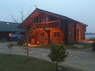 Luxury Log Cabin, Lincolnshire