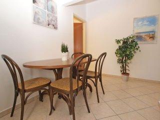 Apartment 9664