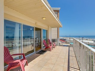 Beautiful beachfront, dog-friendly condo w/ ocean views & large balcony!