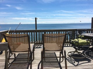 Waterfront Cottage with Large Deck and 2 Bedrooms