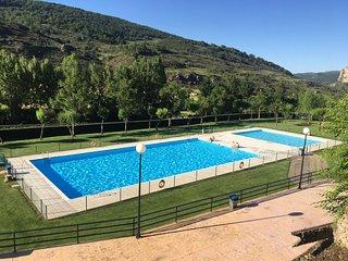 Acogedor apartamento en Ezcaray con piscina