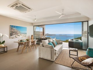 Penthouse Poda, 2 bdrm w. Jacuzzi and sea view at Comoon Boutique Villas