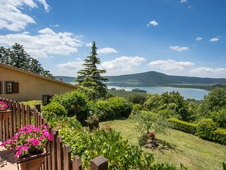 Great Holiday House at 3 levels with fantastic terrace facing the lake near Rome