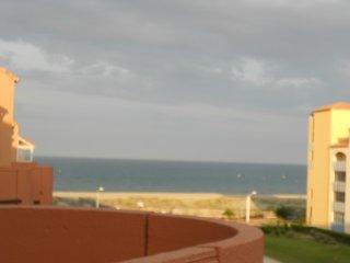 à louer appartement , à 150 m  de la plage