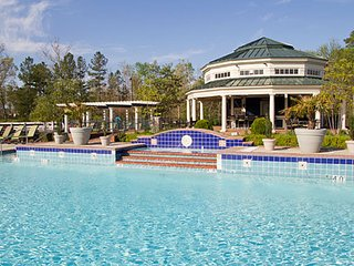 2 BDRM CONDO~ GREENSPRINGS RESORT~ NEAR BUSCH GARDENS~ INDOOR/OUTDOOR POOLS~