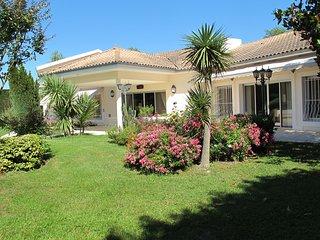 Grande villa familiale avec piscine chauffee entre Bigorre et Madiran Wifi