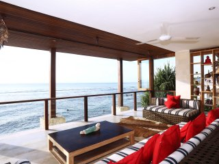 Luxury 3 bedroom villa directly on Bingin Beach