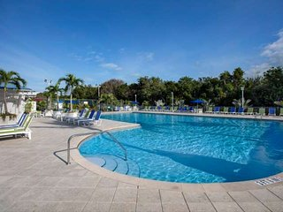 Tropical 1 Bedroom Island View Suite (B) - NEW POOL, Dock & Marina - Near all at