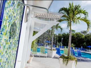 Tropical 1 Bedroom Ocean View Suite - Pool, Dock & Marina - Near all Major Attra