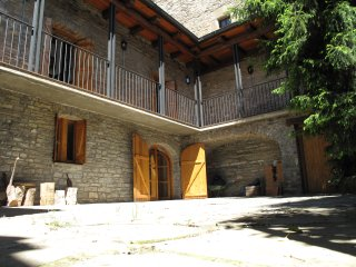 Casa Biescas con chimeneas, situación ideal, tranquila y muy acogedora