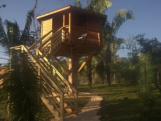 Tree house with pool access close to ATM