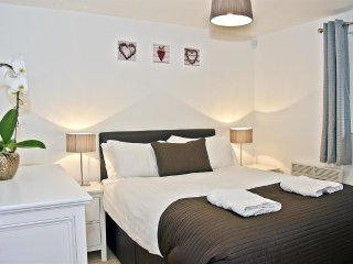 Magnificent 5/6 bedroom house in Ilford, sleep 14