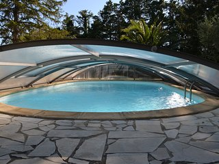 gite le laurier, 2 chambres, terrasse, piscine , jardin, en campagne