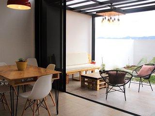 Apartamento moderno con terraza junto a Torre Futura