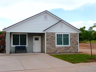 IT3 Brand New Home Now Available! 20 minutes to Zion & 2 hours to Bryce Canyon