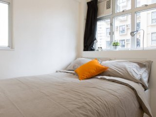 Spacious Apartment on Hollywood Road, Sheung Wan, Hong Kong - Private Room