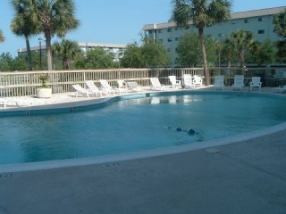 Resort Condo - Beach, 3 Pools, Tennis, Restaurants, Fitness, Hot Tub, Sauna!!